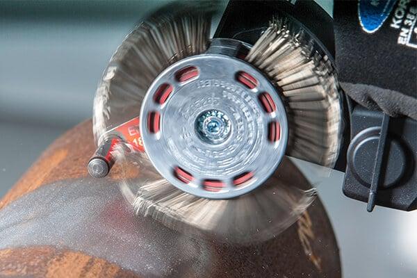Bristle Blaster® removes corrosion